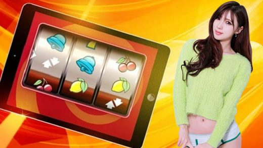 Mencoa Playing Online Slot Gambling on Smartphones